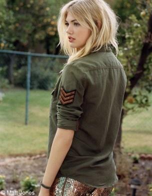 Veste kaki avec symbole dessus : style Rock, militaire