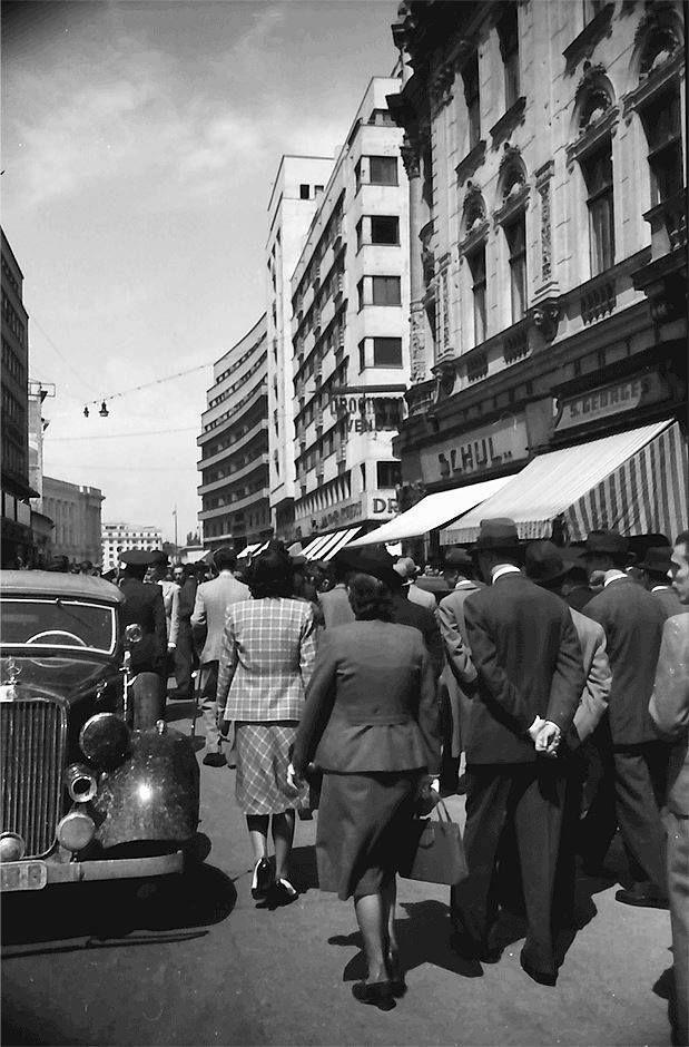 Plimbare pe Calea Victoriei, 1941 foto:Willy Pragher