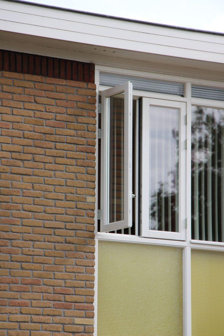 Geveldetail woningen ontworpen door Gerrit & Jan Rietveld in de Klaverhof in Nagele