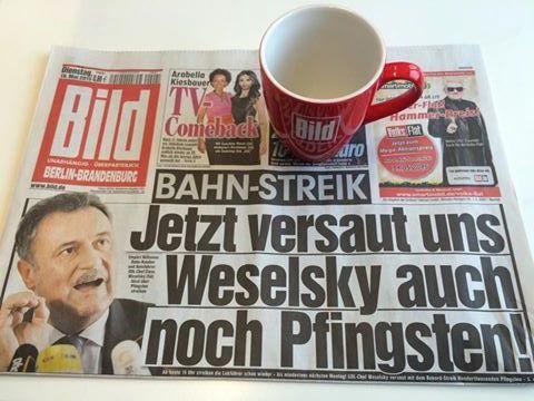 BILD @BILD  · Maz 19: Guten Morgen aus Berlin! Unsere heutige Titelseite: Der Bahn-Streik geht sogar über Pfingsten. http://www.bild.de/geld/wirtschaft/gdl/wird-ueber-pfingsten-laengste-zeit-streiken-41002926.bild.html