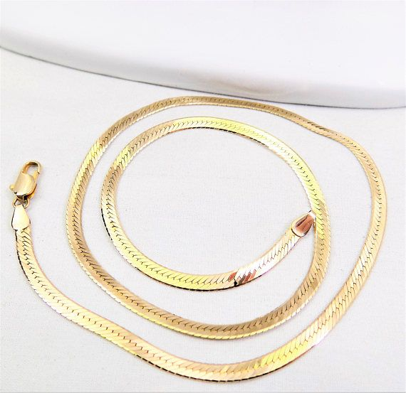 14K Gold Herringbone Chain, 18 Silky Chain, Made in Italy, Vintage Jewelry Chain. Measures just over 18 long when opened. A high shine gold necklace, with the silky feel of the herringbone pattern. Beautiful alone or put with other chains. Makes the perfect gift with its comfortable feel around the neck. Comes with a gold gift box for you to give or keep. Pre-owned, from an estate in Pennsylvania. Collector of many fine pieces of costume and nice jewelry. Not mint. Marked Italy 14K. Wei...