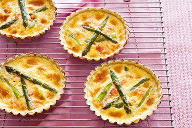 Tarts of asparagus, smoked salmon & lemon