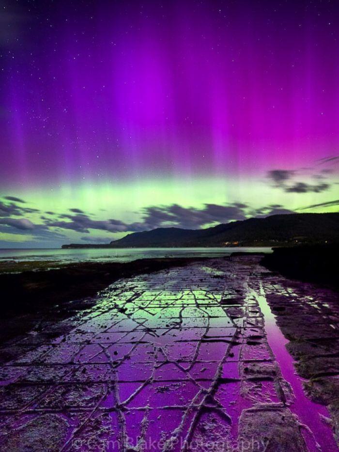 Aurora australis over tessellated pavement