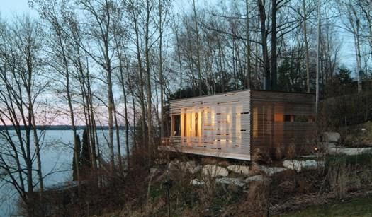 a single room dwelling on the bank of Lake Simcoe in Ontario, designed by Michael Taylor