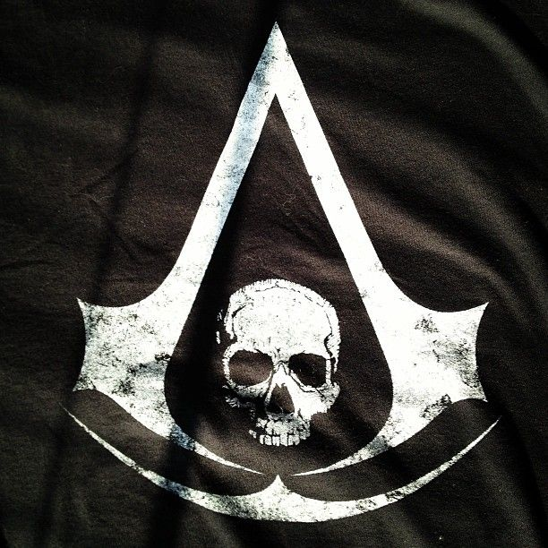Look at what my sister bought me yesterday The Pirate Assassin crest T-shirt Vittoria agli Assassini photo by yanglightkelvin