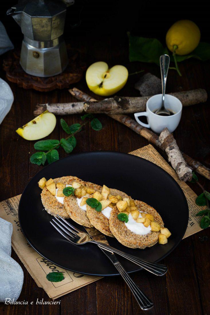 French toast vegan con mela cotta alla cannella e yogurt