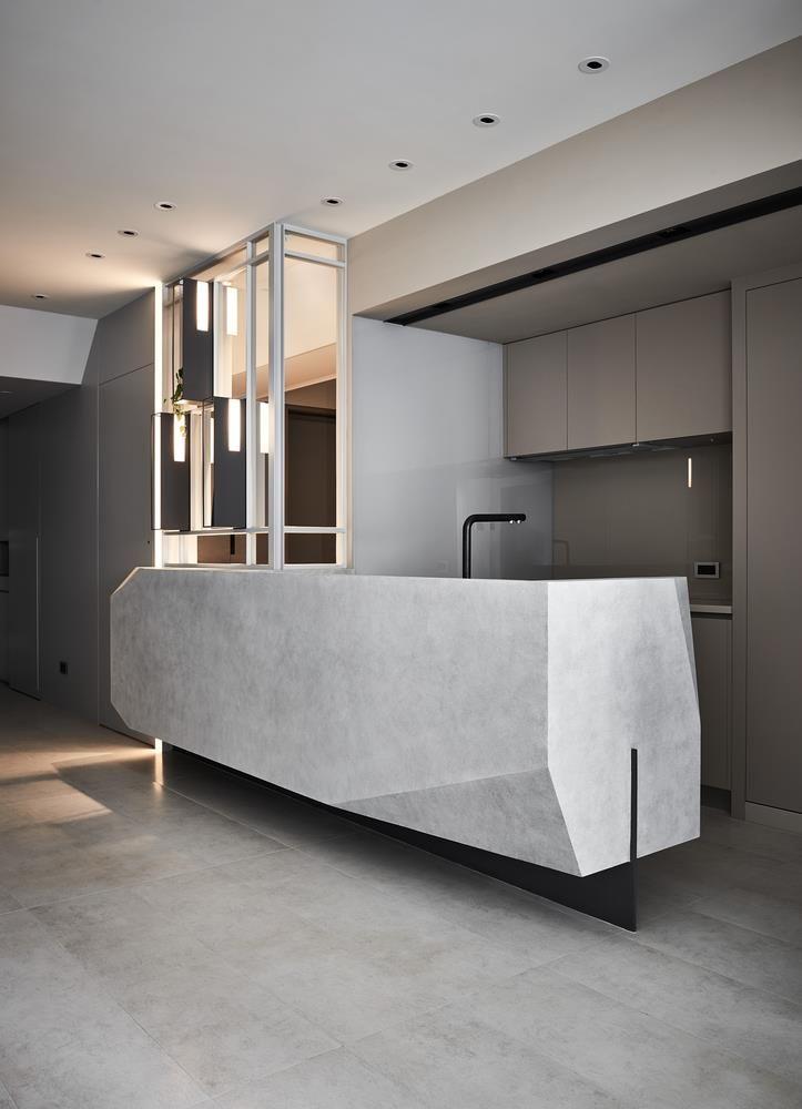 By 디아티스트매거진 입체적인 조형을 통해 신선한 공간 디자인을 제시한 감각적인 아파트 인테리어가 부엌 인테리어 디자인 현대 인테리어 디자인 인테리어