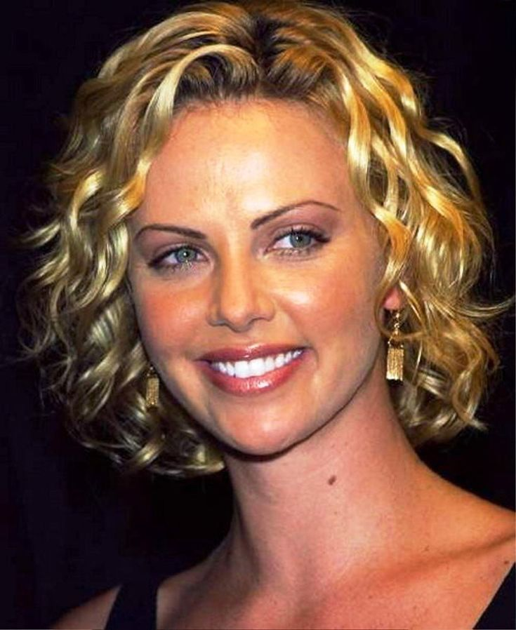 Charlize Theron With Short Hair With Curls 8×10 Picture Celebrity Print