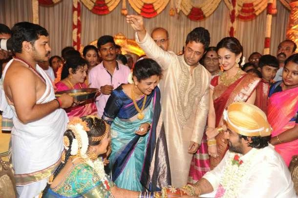 Meghana Raj And Chiranjeevi Sarja Look Picture Perfect In Their Hindu Wedding Hindu Wedding Wedding Cute Couples