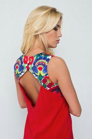 Abito da donna rosso con la schiena aperta.  www.flowermoda.net