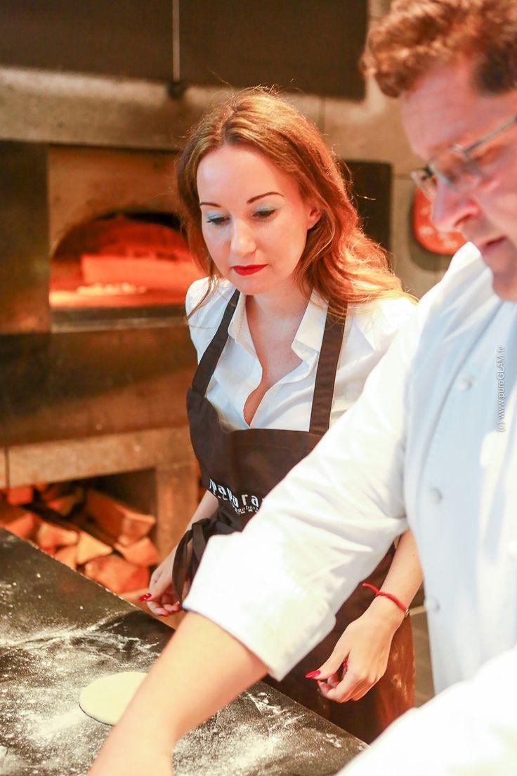 Paparazzi-Restaurant - Teambuilding-Event im Radisson Blu Hotel Köln - Gemeinsam Pizza backen lernen - Rezept für guten Pizzateig, Belag, italienische Kochkunst