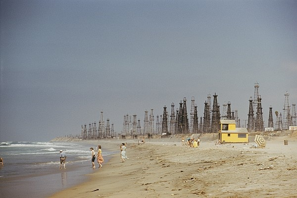 Oil Rig Line @ Huntington Beach  Problem with Huntington Beach is walking in the sand and getting the oil off your feet... Well tar..