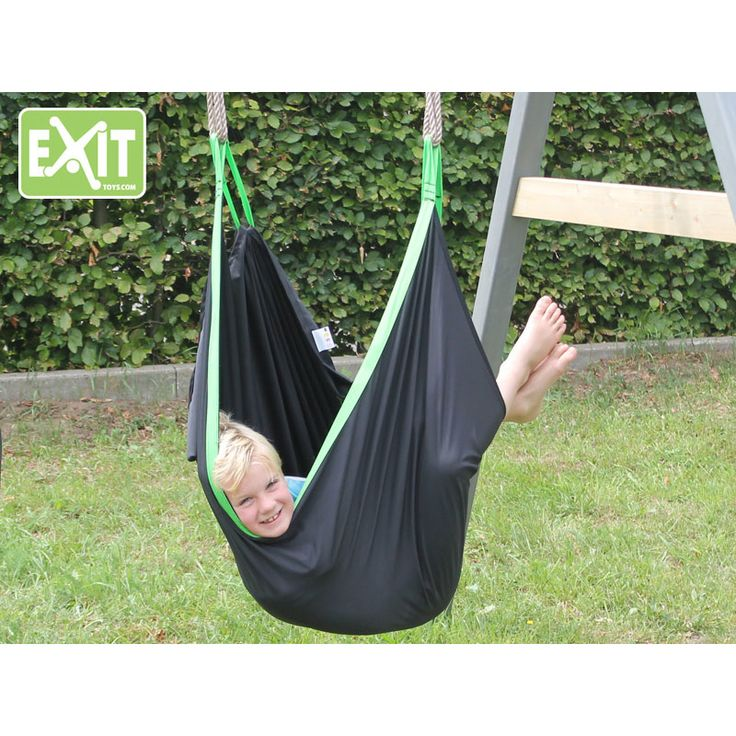 EXIT SwingBag; schommelen, relaxen, spelen!   Met de EXIT SwingBag schommelzak beleef je nu de leukste en spannendste avonturen. Alleen of samen met je vriendjes; met de EXIT SwingBag kun je eindeloos spelen.    Je kan heerlijk zittend, maar ook zelfs staand schommelen! Maar je kunt jezelf ook helemaal verstoppen in de EXIT SwingBag. Of gebruik de EXIT SwingBag als hangmat om jouw favoriete boek te lezen. Eigenlijk kan alles, zolang jij het maar bedenkt! Schommelen, spelen, relaxen. Is dat…