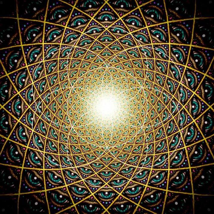 Vivimos en la conciencia infinita en realidades infinitas. La proyección astral y sueños no son más que los destellos más pequeños de estos diferentes mundos que nos encontramos in Sé consciente y nunca subestimar el poder. Buscad la Luz en todas las cosas y tendrás gozo.