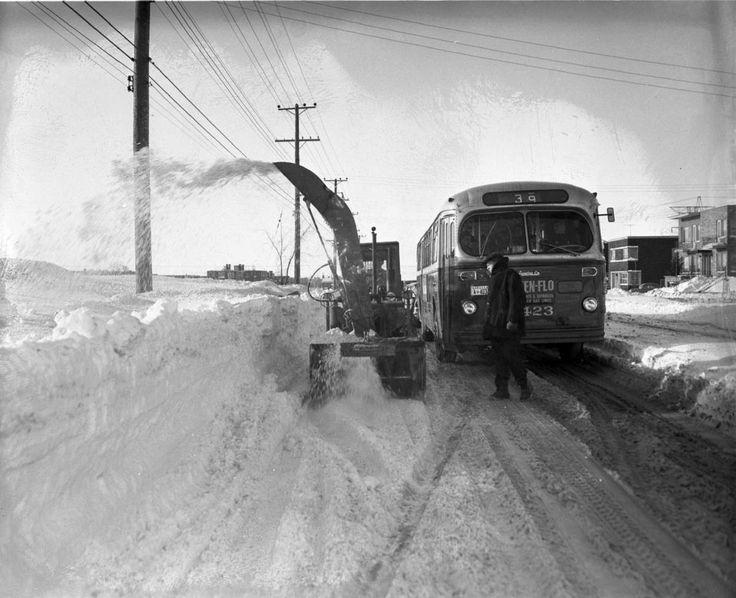 Le déneigement au fil du temps à Montréal : Déneigement à Montréal, 7 janvier 1959. Via HuffingtonPost