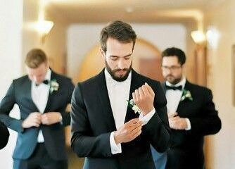 15 Best Epic Groomsmen Photos – melissa andrews wedding