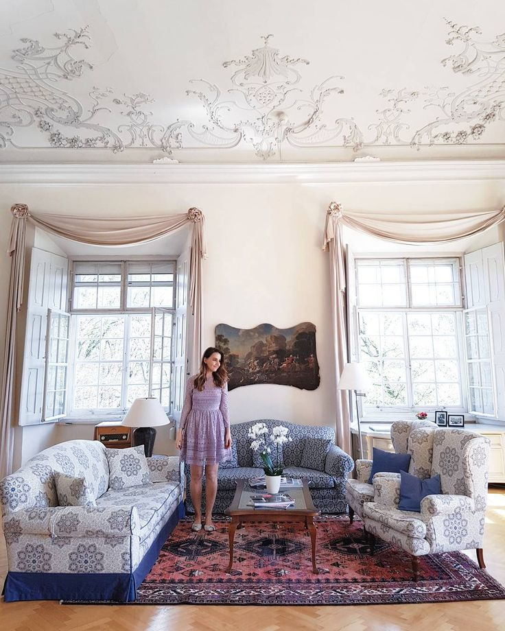 Still remember the moment I stepped into this room and how it made me feel. The windows were open the sunlight was coming in the classical music was playing in the radio a breathtaking view to the lake and mountains in front of me and some kind of magic in the air. I am not sure if this picture can do justice to how beautiful this room (where btw Karl Lagerfeld once stayed) really is. @schlossleopoldskron #schlossleopoldskron