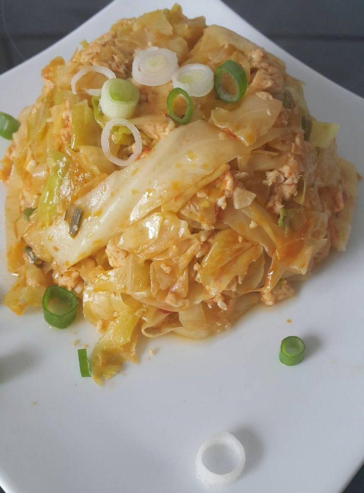 Heute gab es Gebratener Spitzkohl mit Ei. Dieses vegetarische indonesische Rezep… – Melanie Trebsdorf