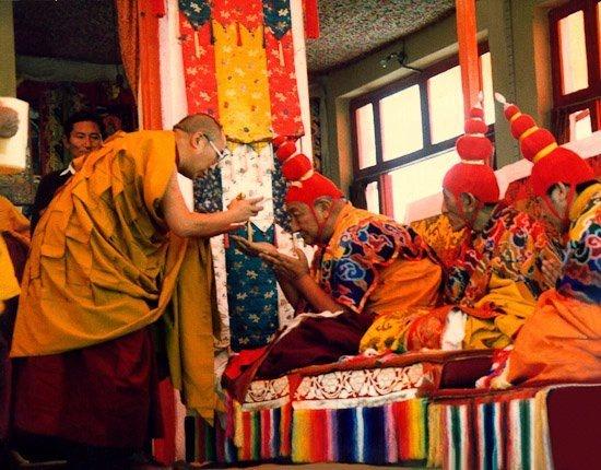 dalai lama essay buddha s robes a photo essay of the gyuto monks