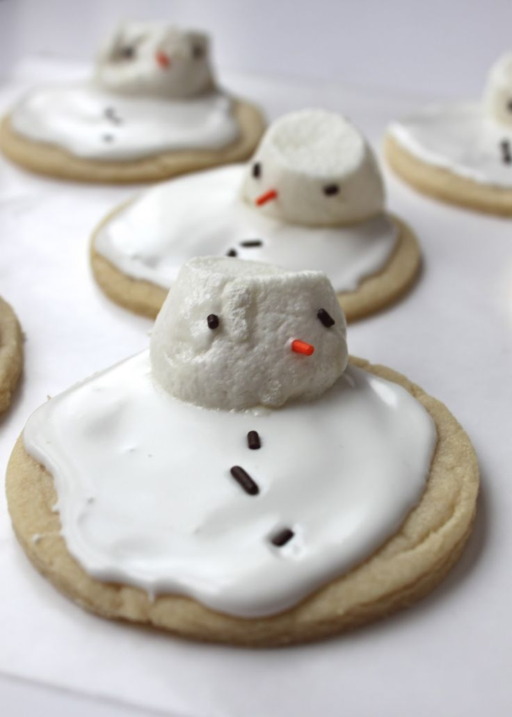 This weekend I was in the kitchen busting out a few of our traditional family Christmas cookies!  Yum, yet another reason to love the holidays…SUGAR!!  I made these Melted Snowman Sugar Cookies as a special surprise for Noah and Penny after they came in from a cold afternoon of playing in the snow with their …