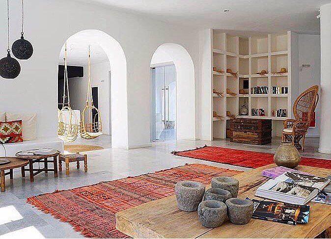 Mykonos ❤️🏖 📷 @edaataspinar #bohemian #anatolia #rug #bohostyle #bohochic #bohemstyle #bohemianstyle #bohointeriors #traditional #ethnic #vintage #home #design #homedesign #decor #homedecor #interiordesign #turkey #kilim #pillow #instalike #etsy #bohem #anadolu #türkiye #halı #ev #dekor #tasarım