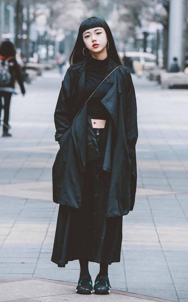 //OUTFIT// all black x cropped turtleneck x 7/8 skirt x rain poncho coat x tights x sneakers