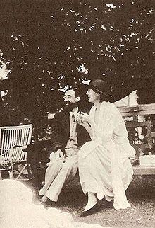 Virginia Woolf and Lytton Strachey at Garsington Manor in 1923. #virginiawoolf