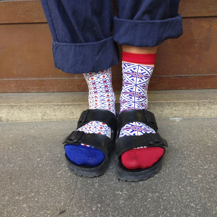 #oybo #oybosocks #socks #oddsocks #style #fashion #womensfashion #womensstyle #red #blu #calzini #calzinispaiati #Birkenstock #chaussettes #sokken #ciorapi #medias  https://www.oybo.it/collection/oltenia-sky.php