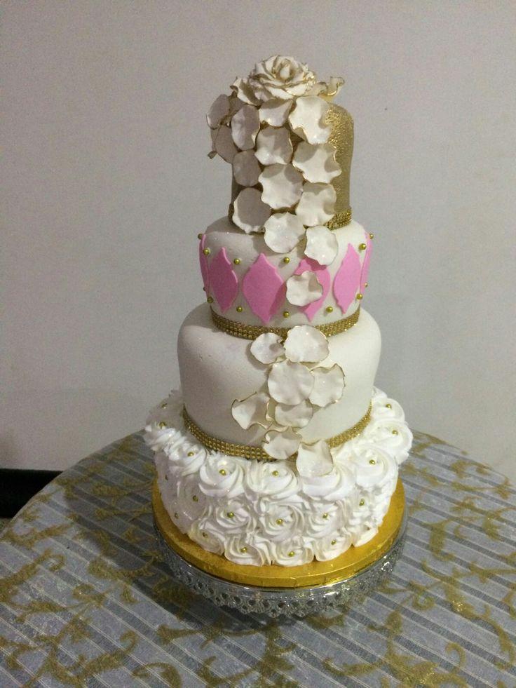 Bizcocho de mi boda de 4 pisos, decorado con amor!