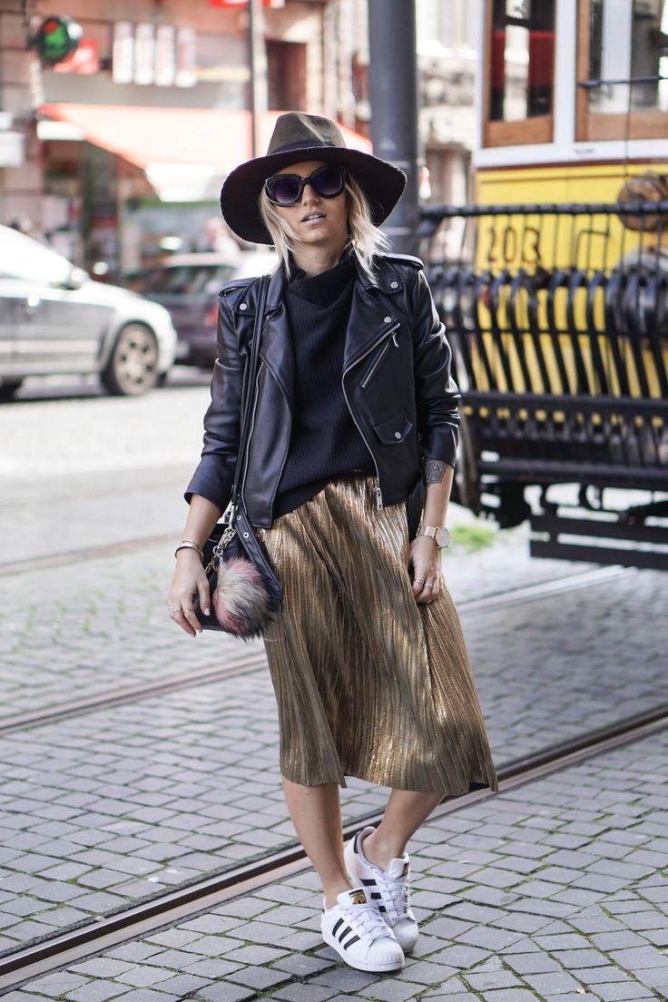La jupe plissée et dorée avec pefekto et chapeau …   – Mode Frauen