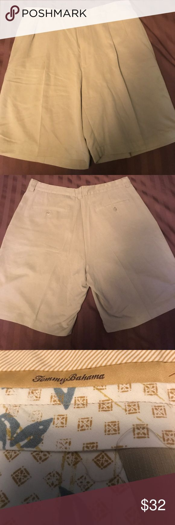 Awesome Tommy Bahama Mens dress shorts awesome Tommy Bahama men's dress shorts.  Feel the silk.   Size 33 Tommy Bahama Shorts
