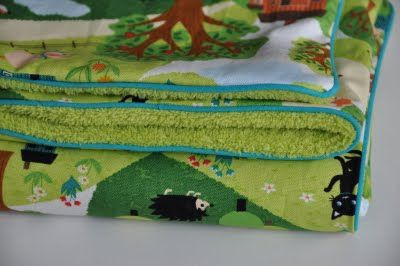 Easy Blanket with DIY Piping