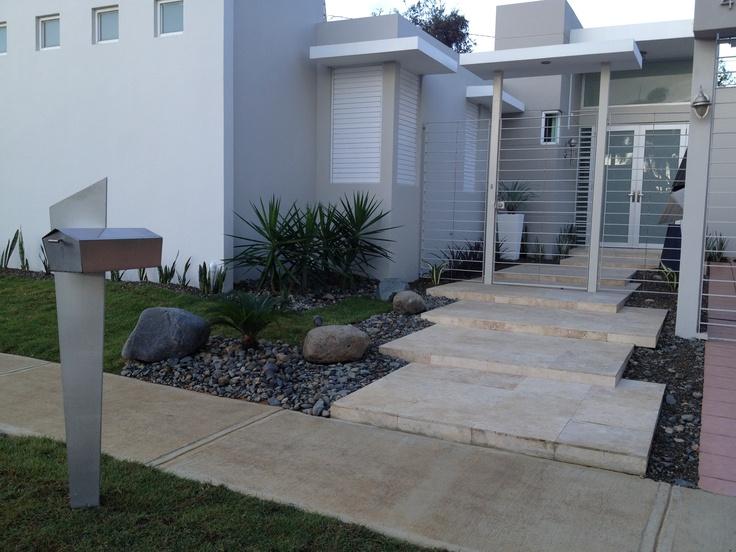 Jardin moderno garden irrigation serv pinterest for Patios y jardines modernos