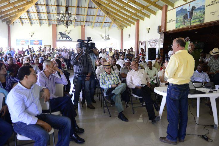 Ministerio de Medio Ambiente presenta plan ambiental para Constanza
