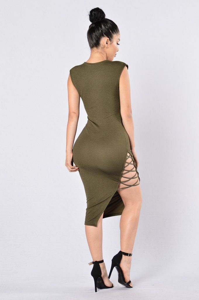 - Available in Black, Hunter Green, and Taupe - Scoop Neckline - Midi Length - Asymmetrical Hem - High Side Cross Slit - 95% Polyester, 5% Spandex