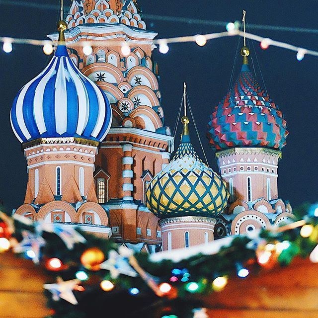 Saint Basil's Cathedral in Christmas festive lights. Extreme closeup. Basically because I couldn't get the whole cathedral tower in the frame. 😅 and I didn't want the white space... so ... I will post it on my Facebook page (link in bio) Please follow ✌️