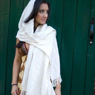 porter le pashmina en drap nouer une tole blanche de mariage - Tole Blanche Mariage