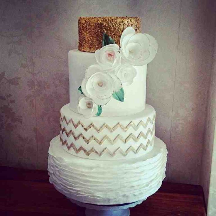 Wedding Cake Bling Beautiful Cakes That Sparkle Shine: 17 Best Ideas About Sparkly Wedding Cakes On Pinterest