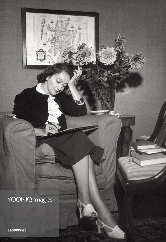 The Italian writer Alba de Céspedes at work