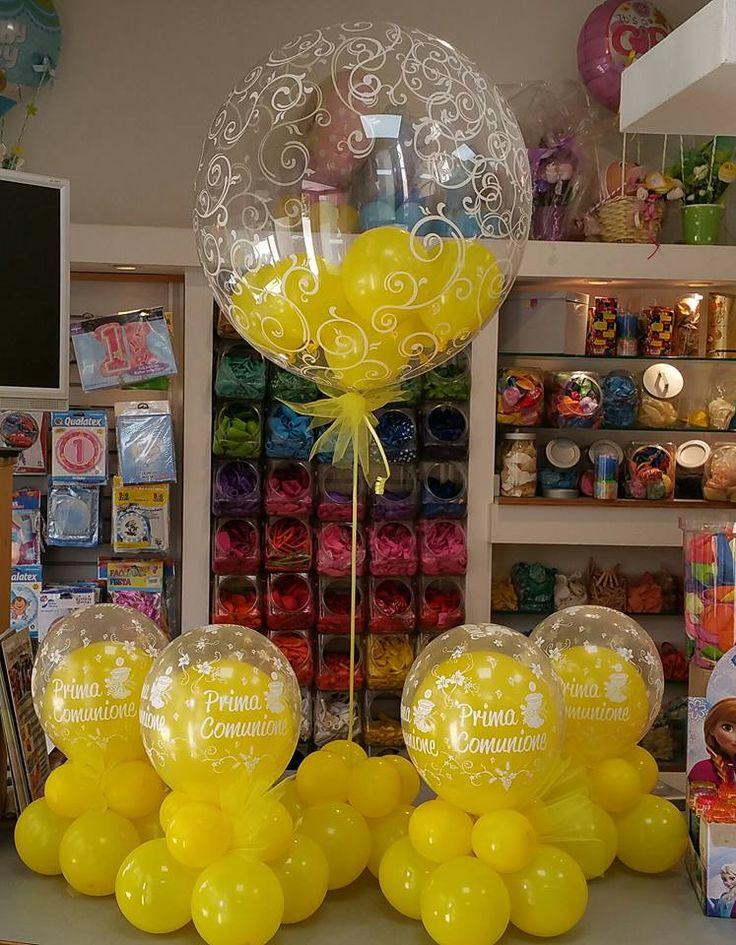 centrotavola con palloncini insider e alzatina per buffet tutto giallo