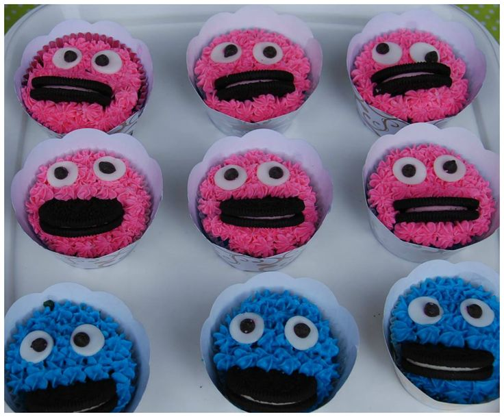 Cookie Monster Cupcakes in Pink and Blue with Oreos
