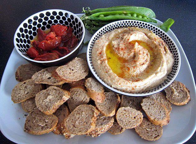 Hummus není žádný humus, ale rychlé, jednoduché a výborné jídlo. Tohle je základní recept, který je | Veganotic