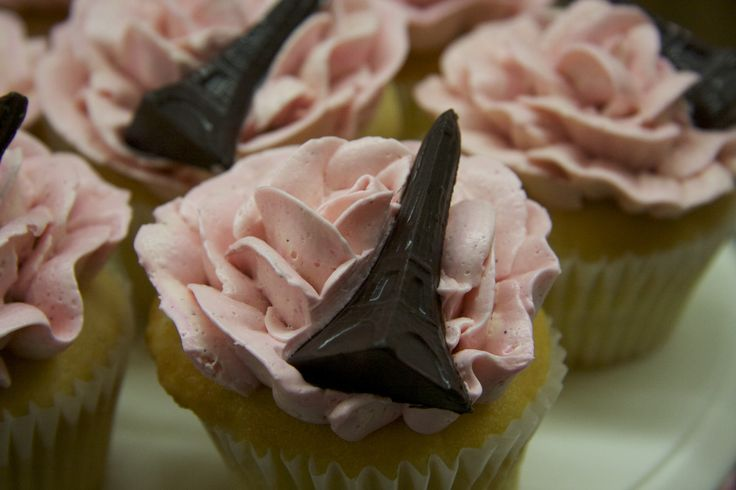 Hand piped buttercream rose cupcakes