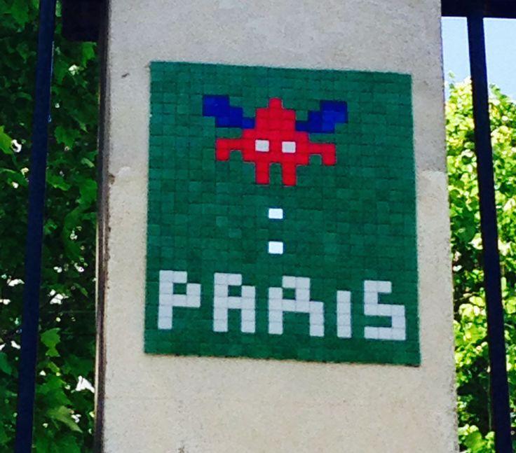 KINSA in Paris - Street Art - Invader