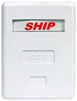 Ship Розетка настенная 1 модуль ship a185-1  — 124 руб. —  Розетка Настенная 1 Модуль SHIP A185-1 Для внешнего монтажа. Корпус настенной розетки состоит из основания и крышки. Конструкция выполнена из высококачественного пластика. Внутри расположен модуль RJ-45, FTP, стандарта категории 6. Крепёжные лементы для монтажа включены в комплект. Корпус крепится к поверхности при помощи двух винтов и шурупов.