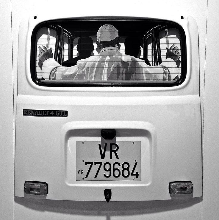 #papafrancesco #papa #popefrancis #pope #bnw #blackandwhite #blackandwhitephotography #mono #monochrome #biancoenero  #guido #palmero #renault4