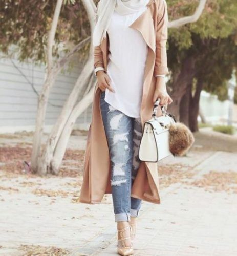 classy hijab outfit- Trendy and chic hijab looks http://www.justtrendygirls.com/trendy-and-chic-hijab-looks/