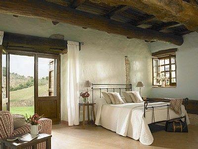 Interior design rustic italien rustic italian bedroom for Italian themed bedroom