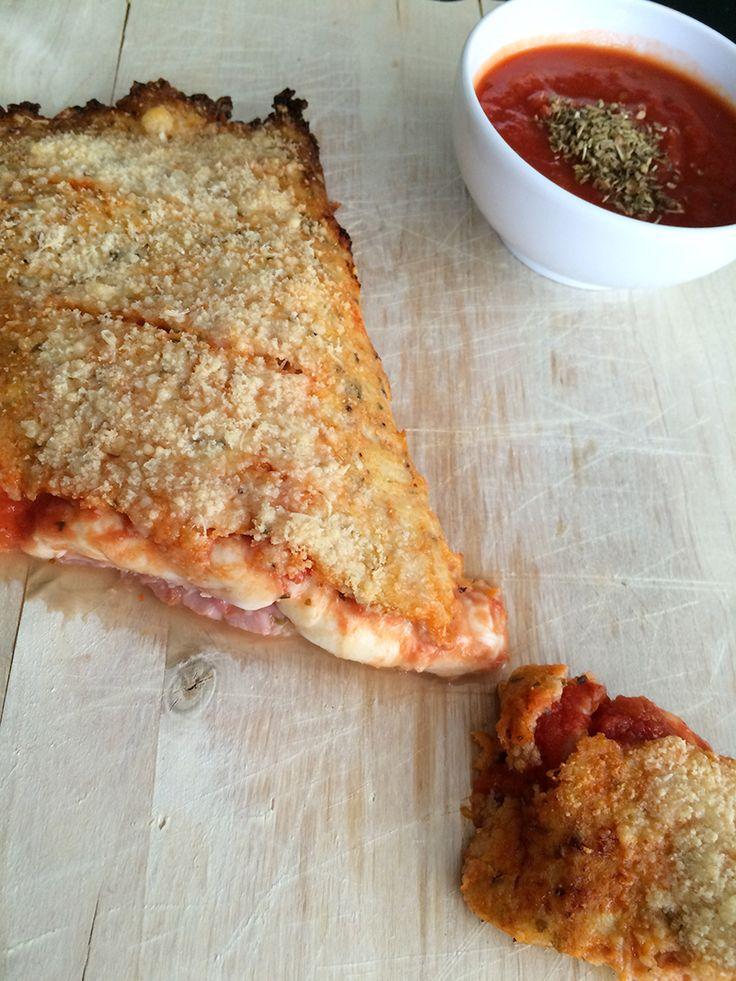 Bloemkoolpizza Deze pizza heeft een bodem van bloemkool. Apart? Ja heel apart maar ook erg lekker.  Bloemkool is niet mijn favoriete groente, maar op deze manier eet iedereen bloemkool. Het is geen gemakkelijk recept en het heeft wel even wat voeten in de aarde, maar dan heb je ook wat en kun je heerlijk genieten van deze bloemkoolpizza