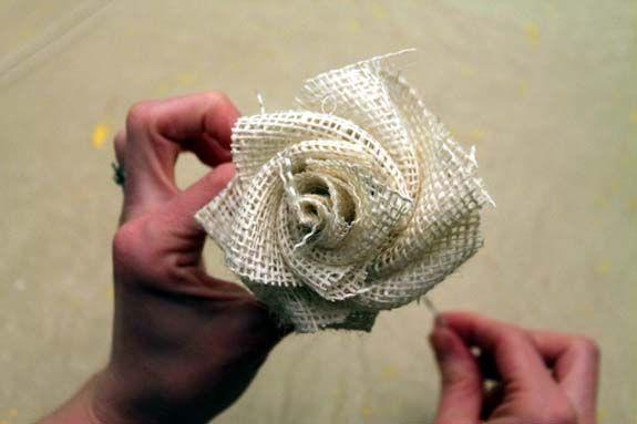 How to make burlap flowers: Burlap Bouquets, Idea, Diy'S Burlap, Burlap Flowers, Fabrics Flower, Burlap Roses, Burlap Crafts, Burlap Flower Tutorials, Burlap Flower Bouquets